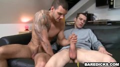 Muscular Stud Gets His Dick Sucked Before Giving A Blowjob