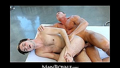 Manroyale - Bodybuilder`s Massage Makes Twink Cum
