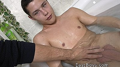 18 Boy - Handjob In The Bath